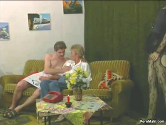 امرأة سمراء قرنية يحاول دسار جديد في الحمار ضيق