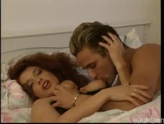 فاتنة أحمر الشعر يحب الجنس الحقيقي أكثر من أي شيء آخر في العالم ويريد أن يشعر به