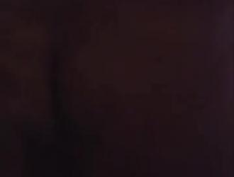 قرنية أمي تقوم بعمل فيديو إباحي وهي تخترق أكبر لعبة جنسية لها