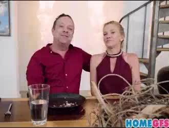 تيفاني واتسون تعطي اللسان لرجل تحبه وممارسة الجنس معه بشكل جيد