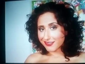 امرأة سيئة هي بالإصبع بوسها شعر من خلال ثقب المجد وتتمتع أكثر من أي شيء