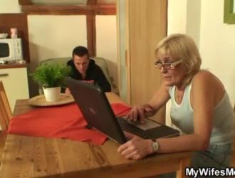 الام و الابن مترجم سکس عالمی