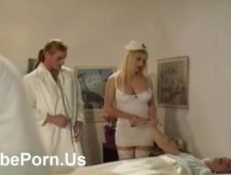 ممرضة مفلس متعرج شاذه الطبيب الملاعين المريض بينما يعاقب ناتشو