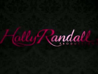 يتم ضرب رايلي ريد في موقف أسلوب هزلي ، في غرفتها الضخمة في الفندق