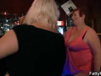 مجموعة الجنس الدهون مع الفتيات لطيف الذين يريدون مشاهدة المتلصص رسوم متحركة مغطاة