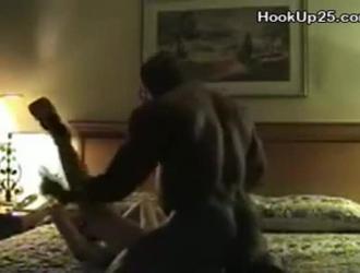 مفلس جبهة مورو مع الثدي مرح مارس الجنس على السرير بعد أن كانت ركوب الأنابيب الرجل