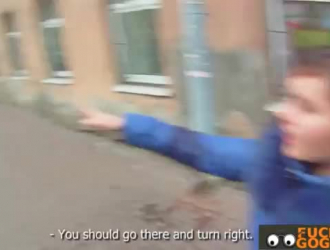 امرأة سمراء التشيكية المشاغب تعطي الكثير من دروس الجنس المجانية لفتاة شقراء ساذجة ، مع الجنس