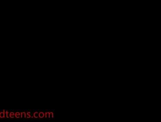 اثنين من الحوريات قرنية يأكلون على الهرات بعضهم البعض
