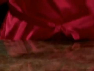 أحمر الشعر الساخن يأخذ آلة في أثداءها