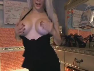 فتاة الخيال تعرف كيف تجعل جلسة الجنس الشرجي الساخنة مجانية