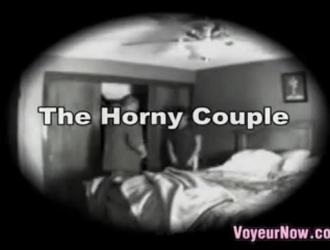 الزوجان الناضجان يؤديان في الصباح الباكر فيديو سكس