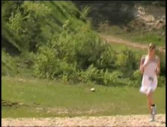 أحمر الشعر الفرخ جسديا جميلة ومثالية مشدود في فيلم الجنس الحلم