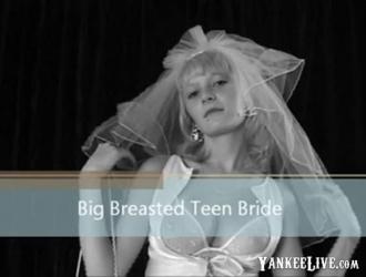 في سن المراهقة مع كبير الثدي تقلع كس يتعرض