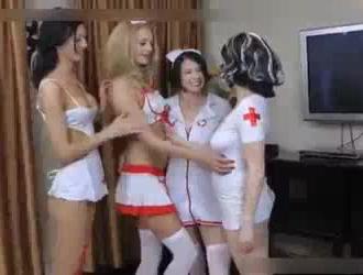 ممرضتان مع بزاز كبيرة يلعبان بشكل قذر أثناء الفحص الخاص بهما من أجل المتعة فقط