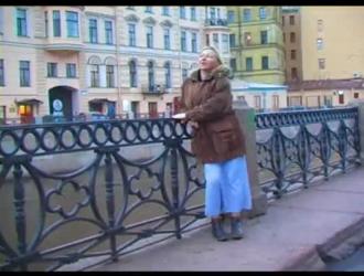 حصلت امرأة سمراء الروسية مفلس ديك حتى حفرة لها ، مثل أمي قرنية فقط