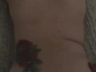 فاتنة الآسيوية مع كبير الثدي يئن أثناء الحصول على مارس الجنس من الخلف على الأريكة